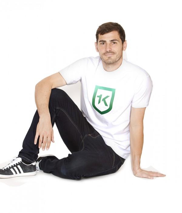 hombre-blanco-degradado-verdes -1k